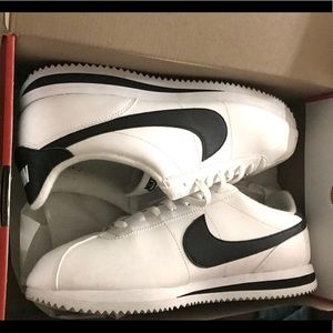 Cortez white & black like new.